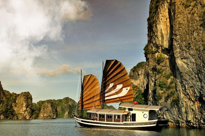Bhaya Legend 1 Cruise in Ha Long Bay